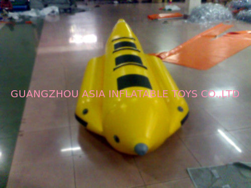 Yellow And Black Inflatable Small Banana Boat For 3 People , Inflatable Water Games تامین کننده